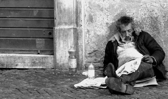 «La mia vita da clochard: né attore e né comparsa». Lettera a La Stampa.