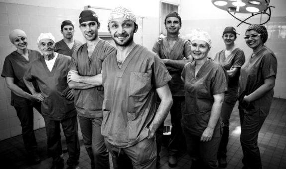 Amici per la pelle - Un piccolo gruppo di chirurghi plastici che fa meraviglie in Benin e in altri luoghi