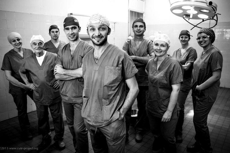 Amici per la pelle – Un piccolo gruppo di chirurghi plastici che fa meraviglie in Benin e in altri luoghi